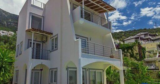 Kalkanda 3 Yatak Odalı Özel Havuzlu Kelepir Villa