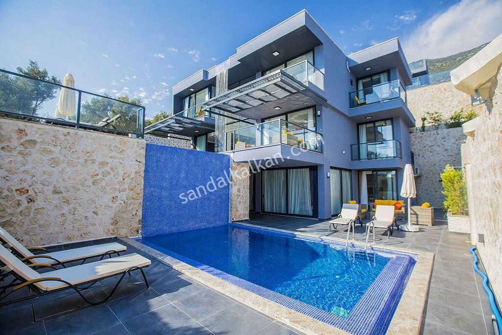 5 yatak odalı muhteşem manzaralı 3 özel yüzme havuzlu lüks villa